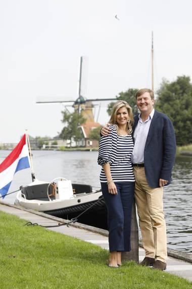 7. Juli 2017  Das Paradies für Wassersport mit mehreren Seen, in der Provinz Süd-Holland an der Nordseeküste, bietet eine traumhafte Kulisse für die jährlichen Sommerfotos der niederländischen Royals.