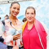 Annabelle Mandeng und Katy Karrenbauer genießen den schönen Sommertag bei einem Glas eiskalten Champagner von Pommery.