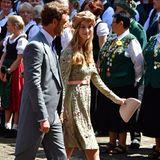 Der Platz vor der Marktkirche füllt sich kurz vor der Zeremonie mit adligen Hochzeitsgästen aus aller Welt. Aus Monaco sind Pierre Casiraghi und seine Beatrice Borromeo dabei.