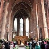 Unter dem 19 Meter hohen Gewölbe geben sich Prinz Ernst August und Ekaterina das Jawort.