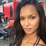 Auf den Punkt ist auch ihr No-Make-up-Look. Schließlich ist Lais Ribeiro von Natur aus mit tollen Augen gesegnet.