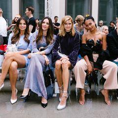 Die Front Row bei Marina Hoermanseder ist mit Laura Wontorra, Johanna Klum, Marie Nasemann und Lary Poppins besonders stylisch.
