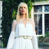 Auch Karolina Kurkova springt auf den Trendzug mit auf. Zu ihrer glatten, blonden Mähne trägt sie jetzt ebenfalls Pony.