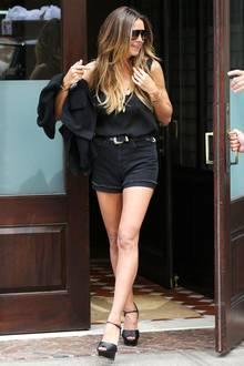 Wow - was für Beine und was für ein schlichter und dabei sexy Look! Model Heidi Klum kann sich mit 44 Jahren mehr als sehen lassen.
