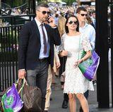 Heels von Valentino, die Tasche von Louis Vuitton und ein Luxus-Spitzenkleid: Carl Froch und Rachel Cordingley bringen ganz viel Glamour mit nach Wimbledon.