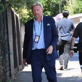 Dunkelblaue Anzüge sind DAS Wimbledon-It-Piece der Männer. Das weiß auch Boris Becker und kombiniert seinen Zweiteiler mit angesagten Sneakern. Sportlich, sportlich!