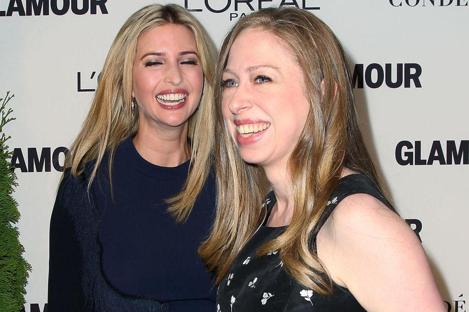 """Die Chemie stimmt: Ivanka Trump und Chelsea Clinton besuchen lachend am 10. November 2014 beim """"Glamour Women Of The Year Awards"""" in New York"""