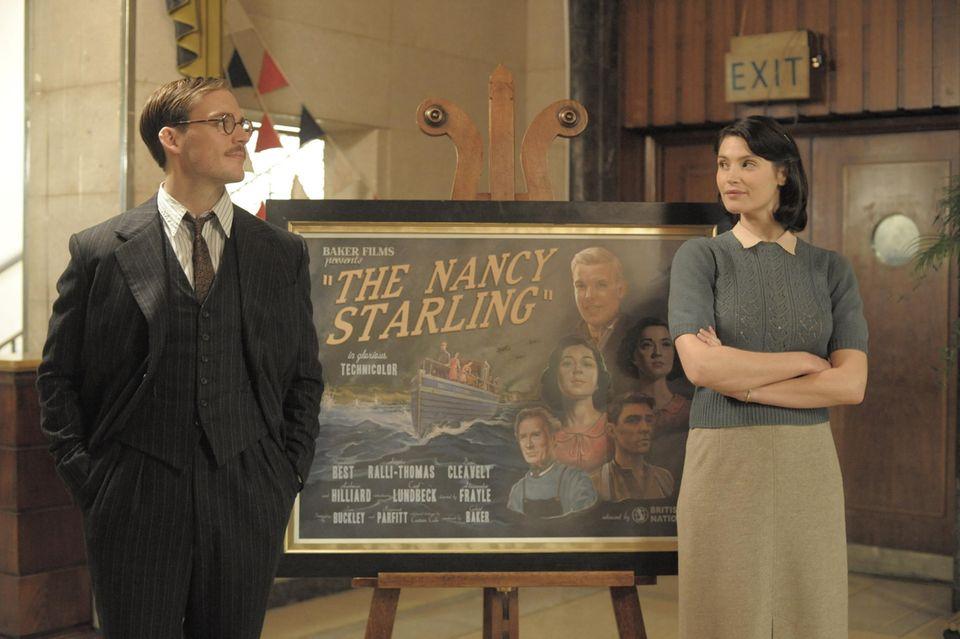 Der Zyniker Tom Buckley (Sam Claflin) lässt sich von der jungen Catrin (Gemma Arterton) langsam bezaubern, aller Unterschiede zum Trotz.