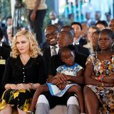 Neben David waren auch ihre drei weiteren Adoptivkinder, Mercy James und die Zwillinge Stelle und Estere Ciccone, dabei. Da sie alle aus Malawi stammen, liegt Madonna diese Angelegenheit besonders am Herzen.