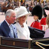 Mit dabei sind bei dem Empfang übrigens auch Charles und Camilla.