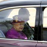 Anders als bei der Geburtstagsparade kommen Königin Elizabeth und Prinz Philip hier jedoch mit dem Auto, anstatt mit der Kutsche, an.