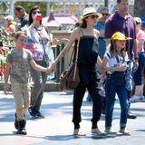 12. Juli 2017  Heute dreht sich nicht alles um die Sonne, sondern um den Pluto. Und nein, das hat nichts mit einem Phänomen im Universum zu tun. Vielmehr geht es um Vivienne Jolie-Pitt, die mit einer witzigen Mütze in Form von Mickey Maus' Hund durch Disneyland läuft und gemeinsam mit ihrem Zwillingsbruder Knox ihren neunten Geburtstag feiert.
