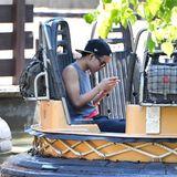 Ohoh. Beim Wildwasser-Rafting sollte Maddox sein Handy lieber wegstecken.