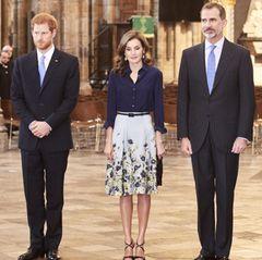 13. Juli 2017  Natürlich steht auch ein Besuch der berühmten Westminster Abbey auf dem Programm. An der Kirche, in der traditionell die Könige von England gekrönt und beigesetzt werden, treffen Letizia und Felipe auf Prinz Harry.