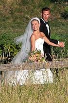 """8. Juli 2017  Julianne Hough hat Ja gesagt! In einer traumhaften Zeremonie mit 200 Gästen am Lake Coeur d'Alene in Idaho hat die """"Dancing with the Stars""""-Jurorin ihrem Partner Brooks Laich das Jawort gegeben."""