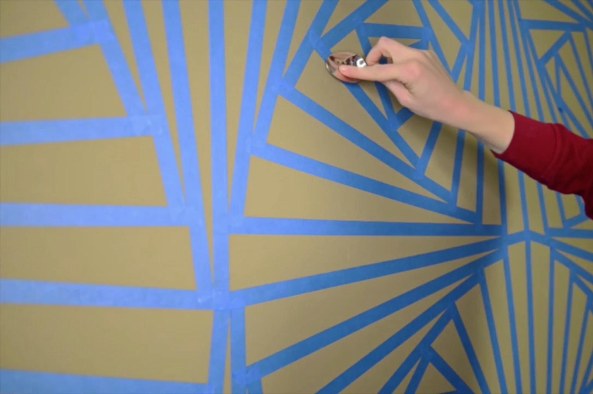 kreative wandbemalung wandbild mit klebeband. Black Bedroom Furniture Sets. Home Design Ideas