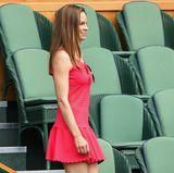 Hilary Swank hat genau die richtige Wahl getroffen: Wäre ihr Kleid weiß, könnte sie damit glatt als Tennisspielerin durchgehen. Passender geht es kaum!