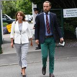 Das zweite Zuhause der Middletons scheint während des Turniers das Tennisstadion zu sein. Fast täglich sieht man sie hier. Und das immer wieder in komplett neuen Looks. Mal ganz außergewöhnlich: die grüne Hose von James.