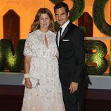 Am Abend holt Mirka Federer ein ebenso bezauberndes Stück aus ihrem Kleiderschrank, als es zusammen mit Roger zum Wimbledon Champions Dinner geht. Ihr Cape-Kleid und die Mini-Clutch von Dior wirken sommerlich und edel zugleich. Und auch der neue Champion hat ein wahres Sieger-Outfit an. Er glänzt in einem schicken Anzug.