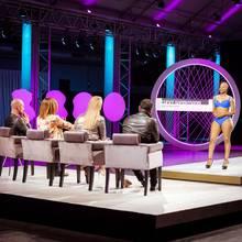 """Nach dem ersten großen Massen-Casting kämpfen ausgewählte Kandidatinnen um den Titel """"Curvy Supermodel 2017"""". Zu sehen ist die zweite Staffel ab 17. Juli 2017, montags um 20:15 Uhr bei RTL II!"""