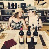 13. Juli 2017  Für die großen Field-Frauen gibt es zur Pasta natürlich auch Wein. Mit ihrer Mama kann Ayda das Tasting besonders genießen.