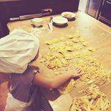 """13. Juli 2017  Auf der Pasta-Karte stehen aber nicht nur """"einfache"""" Tagliatelle. Sogar an gefüllte Teigtäschchen wagt sich der Spross heran."""