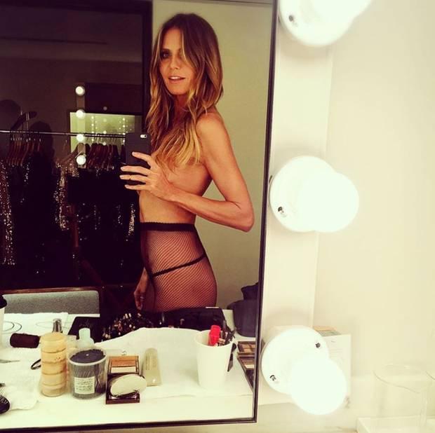 frau spiegel nackt