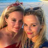 4. Juli 2017  Den Nationalfeiertag verbringt die Familie ebenfalls am Strand und feiert in den Farben der US-Flagge. Hier zeigt sich wieder einmal: Reese und Tochter Ava sehen sich zum Verwechseln ähnlich.