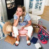 1. Juli 2017  Und so beginnt der Familienurlaub: Nämlich beim Verzweifeln mit dem Gepäck. Doch Reese nimmt es mit Humor und posiert für einen witzigen Schnappschuss.
