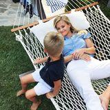 Die Zeit mit ihrem Sohn scheint die Schauspielerin von ihrem Hollywood-Trubel anzulenken. Endlich kann sie relaxen und sich so richtig zurücklegen.
