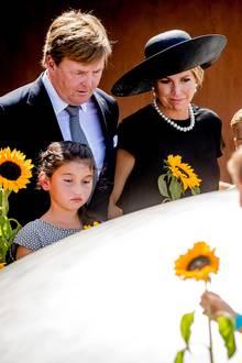 17. Juli 2017  König Willem-Alexander und Königin Máxima weihen in den Niederlanden eine Gedenkstätte für die Opfer von Flug MH17 ein.  Am 17. Juli 2014 war die Passagiermaschine der Malaysia Airlines über der umkämpften Ostukraine von einer russischen Buk-Rakete abgeschossen worden. Die meisten Opfer waren Niederländer.