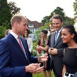 Bei seinen Gesprächen lässt sich Prinz William viel Zeit und versucht mit so vielen Gästen wie möglich zu plaudern.
