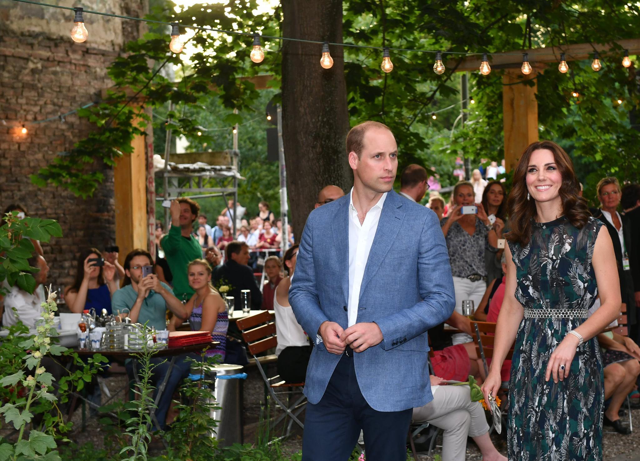 Prinz William + Herzogin Catherine: Herzogin Catherine ist sichtlich angetan von der Location; Prinz William wirkt konzentriert
