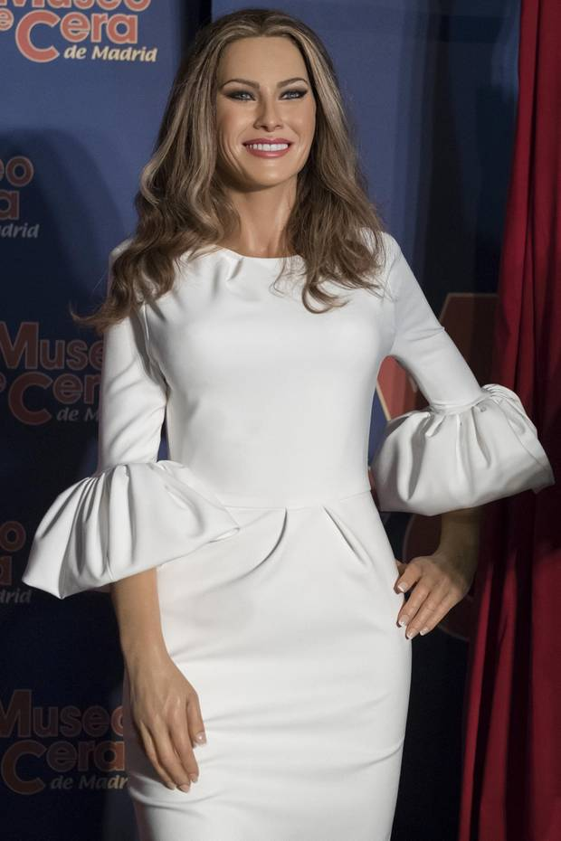 """Dass Melania Trump oftmals mit einer versteinerten Miene daherkommt, ist ja schon zum Standard geworden. Neu ist jedoch, dass sich diese jetzt auch """"verwachst"""" hat. Seit Juli steht im Wachs-Museum von Madrid nämlich eine Statue von ihr. Einziger Unterschied zum Original: Ihr Abbild lächelt plötzlich!"""