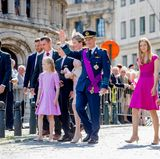 Der Nationalfeiertag beginnt um 09.30 Uhr mit dem Te Deum in der Sint-Michiels- und Sint-Goedele-Kathedrale. Zu diesem traditionellen Dankgottesdienst erscheint natürlich auch die royale Familie rund um König Philippe und Königin Mathilde.