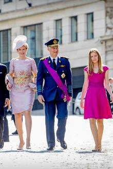 Besonders schön: In diesem Jahr hat sich die Familie in Sachen Kleidung scheinbar abgesprochen. Sie alle orientieren sich an der Scherpe von Papa Philippe.