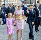 Gleiches kann man auch von ihrem Bruder, Prinz Gabriel, behaupten, der allen fröhlich zuwinkt.