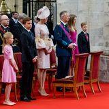 In der belgischen Kathedrale gehört die erste Reihe an dem Feiertag stets den Royals. Sie ist der kompletten Familie vorbehalten, die ihre Plätze sofort einnehmen, damit der Gottesdienst beginnen kann.