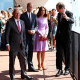"""""""Darf ich Sie hier entlang bitten?"""" - William und Kate bekommen eine persönliche Führung auf der Plaza der Elbphilharmonie."""