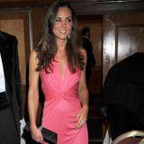 2008  Bei diesem Look lässt sich die modische Richtung, die Kate später einschlagen wird, schon erkennen. Das pinke Abendkleid mit raffinierter Taille könnte auch heute noch im Kleiderschrank der Herzogin hängen.