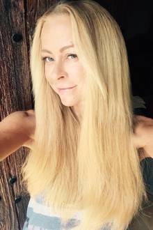 """""""Meine Haut darf auch mal Urlaub machen"""" schreibt Jenny Elvers zu diesem Selfie. Ganz ohne Make-up präsentiert sich die Blondine auf ihrer Facebook-Seite."""