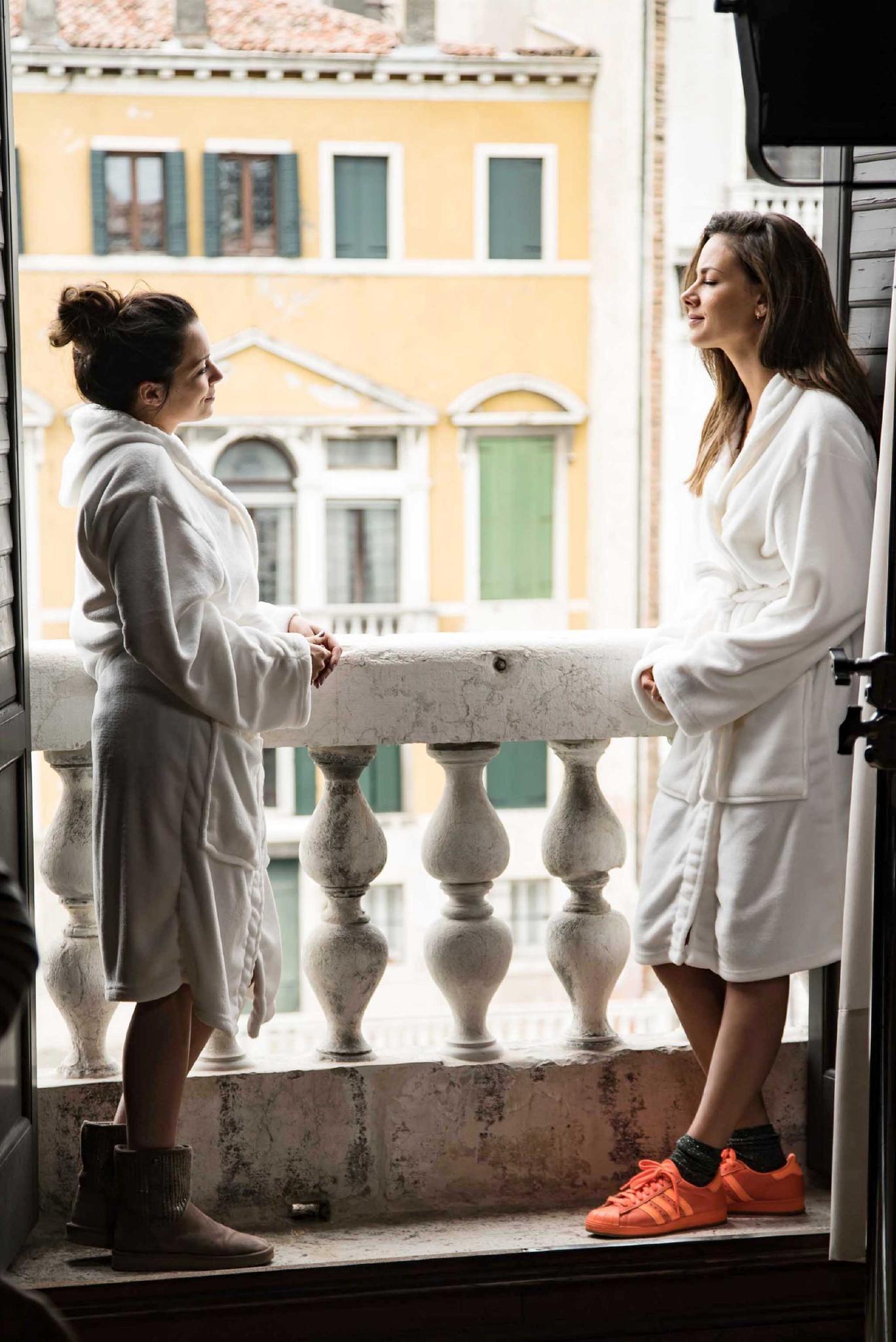 Emily Höfer (Anne Menden) und Geschäftspartnerin Jasmin Flemming (Janina Uhse) versöhnen sich