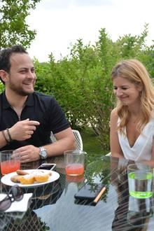 Susan Sideropoulos und Ehemann Jakob haben sichtlich Spaß am Pärchen-Interview mit GALA-Redakteur Steffen