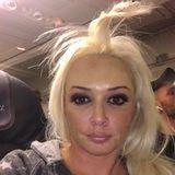 """""""Wenn du im Flugzeug eingepennt bist und erst ne halbe Stunde nach dem Aufwachen checkst, dass du aussiehst wie ein Teletubbie"""", postet Daniela Katzenberger. Zugegeben, ein Teletubbie ist ein schöner Vergleich, aber der Folgende ist weit amüsanter..."""