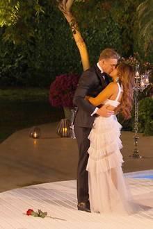 """26. Juli 2017  Jessica hat sich entschieden. Die allerletzte Rose bei der """"Bachelorette 2017"""" überreicht sie dem sympathischen Musiker David Friedrich."""