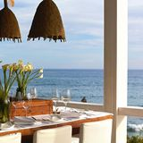 """Atlantik im Blick:Das mit zwei Michelin-Sternen ausgezeichnete Restaurant """"Vila Joya Sea"""" gehört zu Portugals besten Adressen. Am Abend wird es romantisch, wenn die vielen kleinen Windlichter auf den Felsen vor dem Restaurant leuchten. Dann schimmern die Klippen mit dem Meer um die Wette. """"Vila Joya Sea"""", im Hotel """"Vila Joya"""", Estrada da Galé, Albufeira/ Portugal"""