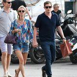Ihren Sommer verbringen Nicky Hilton und ihr Mann James Rothschild in St.Tropez. Die schwangere Hotelerbin trägt zur Jeans-Shorts eine weite Tunika.