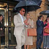 Wir fühlen mit dir, J.Lo! Nur gut, dass dir dein Freund Alex Rodriguez den Regenschirm hält.