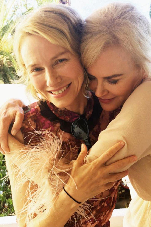 Naomi Watts und Nicole Kidman  Das muss Liebe sein! Naomi Watts postete dieses süße Foto passend zum heutigen Internationalen Tag der Freundschaft. Immerhin sind die beiden Schauspielerinnen schon seit 26 Jahren Besties.