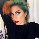 """Schön bunt! Lady Gaga kündigt die Joanne""""-Welttournee auf Instagram mit zwei neuen Haarfarben an."""